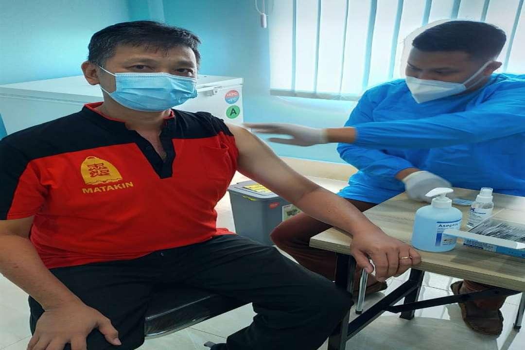 Ketua Harian MATAKIN mendapat giliran di Vaksin