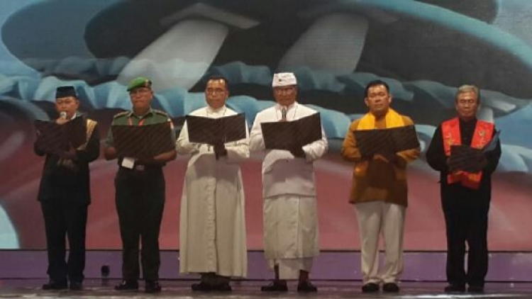 Do'a pernikahan untuk 5000 pasangan multi agama di istora senayan jakarta 28 januari 2015
